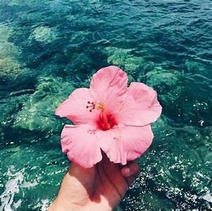 Agosto – poesie ricamate a mano