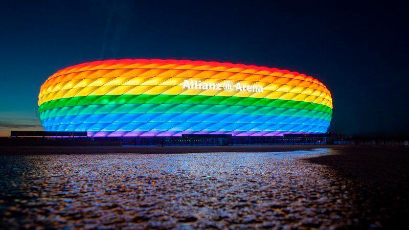 La Uefa lotta contro il razzismo, non contro l'omofobia
