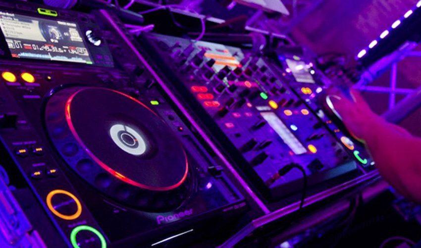 Musica elettronica: dimezzati i guadagni causa pandemia