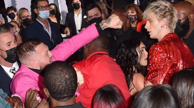 Machine Gun Kelly e Conor McGregor: rissa sfiorata ai VMA's